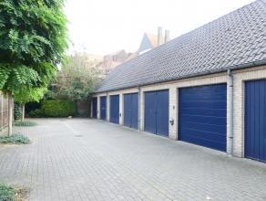 Gesloten garagebox in centrum Brugge voor één wagen:<br /> <br /> - Huurprijs: € 100,00<br /> - Onmiddellijk beschikbaar
