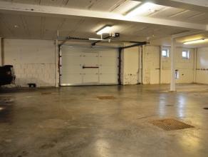 """Overdekte autostaanplaats in studentencomplex """"Studio 37"""".<br /> <br /> Algemeen:<br /> - huurprijs € 40,00<br /> - staanplaats in garage"""