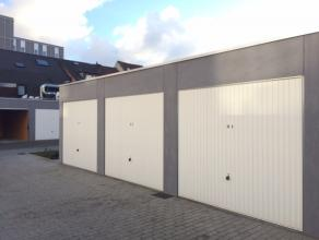 Deze garagebox situeert zich nabij het Sint-Pietersplein te Gent. <br /> Via de automatische inrijpoort heeft men toegang tot een complex van verschil