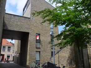 Ruime woning met 4 slaapkamers en zonnig terras in centrum Brugge.<br /> <br /> Indeling:<br /> Glvl: Inkom (7m²) - slaapkamer 1 (11m²) - sl