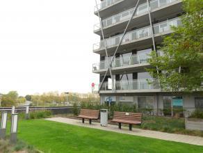 Prachtig hoekappartement met 2 slaapkamers en 2 terrassen in Brugge. Op wandelafstand van winkels, openbaar vervoer, scholen ... Met een perfecte verb