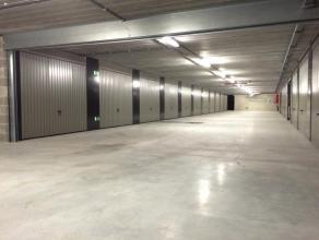 """Onder het nieuwbouwproject """"Dulle Griet Garden"""", gelegen op de Vrijdagmarkt te Gent bevindt zich deze ondergrondse garagebox.<br /> Deze is net iets b"""