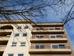 Ruim en zonnig appartement op toplocatie in het historische Gent. Uitstekende staat met zicht op groen vanop de zesde verdieping.  Historisch Centrum
