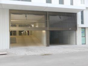 Staanplaats voor één wagen in ondergrondse parking gelegen naast het station Brugge. (n°127)<br /> <br /> - Huurprijs: € 60,00<br />