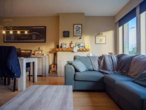 Langs de Blankenbergse Steenweg te Sint-Pieters (Brugge) bevindt zich dit huis geschikt voor gemengd gebruik bestaande uit een kantoor en een ruim dup