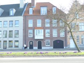 Dubbele garagebox (n°3-4) voor 2 wagens op ideale locatie in Brugge. Met een uitstekende verbinding. Vlakbij het centrum, de ring ...<br /> <br />