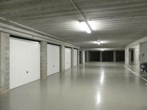 Garagebox voor één auto in centrum Brugge. De garagebox is gelegen in de Rodenonnenstraat, zijstraat van Katelijnestraat. <br /> <br />