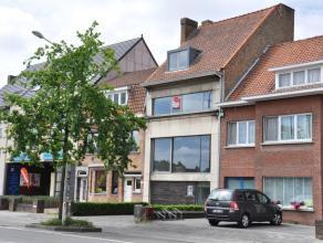 Ruime woning met 4 slaapkamers en zonnige tuin nabij het centrum van Brugge.<br /> <br /> Indeling:<br /> Glvl.: Inkomhal (15m²) met gastentoilet