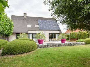 Uitzonderlijk  luxueuze, afgewerkte villa op een rustige ligging tussen Knokke en Brugge.  <br /> <br /> Indeling: <br /> gelijkvloers: inkomhal met g