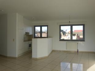 Dit lichtrijk appartement is gelegen in een bloeiende omgeving nabij het nieuwbouwproject Dok Noord. Zowel de aansluiting met het centrum van Gent als