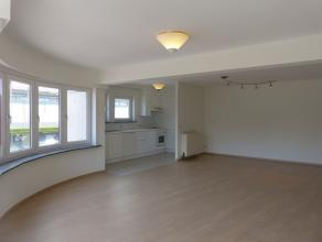 Dit ruime appartement met twee slaapkamers is gelegen op een boogscheut van het centrum van Gent. Dankzij de situering op de eerste verdieping heeft m