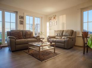 Dit zonnig appartement met 3 slaapkamers bevindt zich op de gelijkvloerse verdieping van een kleinschalige residentie op een gemakkelijk te bereiken l