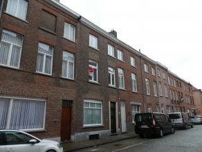 Ruime rijwoning te huur in hartje Brugge met 3 slaapkamers en een stadstuin. Dit huis is gelegen dicht bij het station en 't Zand. <br /> <br /> Indel