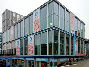Dit handelspand is gelegen in de uitgaansbuurt van Gent. Het geniet veel passage van o.a. studenten. Het handelspand geniet ook een uitstekende visibi