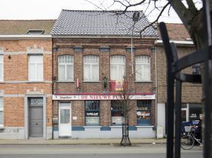 Verhuurd café met feestzaal en woning te koop in de Ieperstraat in Menen. <br /> <br /> Indeling<br /> Voormalige herberg uit de jaren 1920. Di