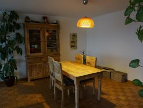 Instapklaar appartement met twee slaapkamers in de onmiddellijke nabijheid van het Sint-Pieters station. Het openbaar vervoer is dan ook op een boogsc
