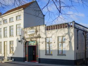 Perfect gelegen handelspand te Gentpoortvest, waar men kan genieten van volle privacy binnen de Brugse stadsmuren. Nabij de Katelijnepoort met oranjer