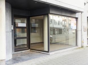 Kantoor van 90m² te koop in het centrum van Kortrijk. <br /> <br /> Indeling: <br /> - inkomhal: 30m²<br /> - landschapsbureel: 50m²<br
