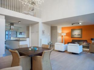 """In residentie """"De Mouterie II"""" bevindt zich dit uitzonderlijk ruime triplex appartement (178m² bewoonbare oppervlakte) met 2 slaapkamers (telkens"""