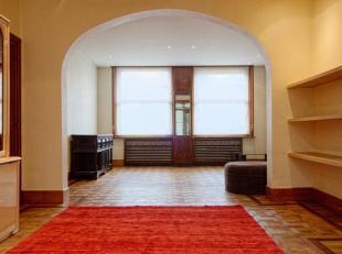 Uitstekend gelegen, karaktervol appartement (144m²) met 2 slaapkamers. Het appartement is instapklaar en kan dienen als woning en/of voor uitoefe