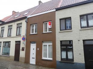 Gezellig en instapklaar huis te huur in centrum Brugge. De woning heeft 1 slaapkamer en een stadskoertje.<br /> <br /> Indeling: <br /> Glvl.: inkomha
