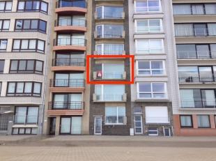 Verzorgd 2-slaapkamer doorloopappartement op de tweede verdieping van de Residentie Fanny. Dit appartement biedt een prachtig zeezicht en ligt op wand