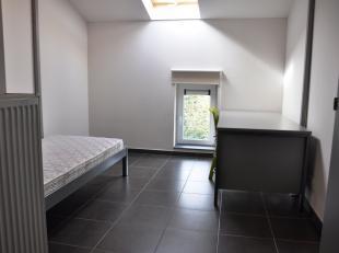Mooie studentenkamer met badkamer en gemeenschappelijke keuken.<br /> Ideaal als investering.<br /> <br /> Indeling:<br /> 2eV: Kamer (15m²) met