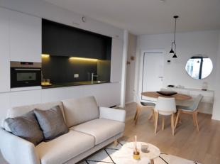 Studio met 1 slaapkamer te koop met ruim terras in de hippe Dansaertwijk aan het kanaal van Brussel. Het is aangenaam wonen in deze buurt, waar smaakv