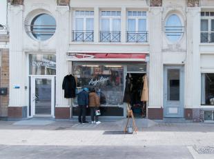 Appartement gelegen in de Christinastraat te Oostende. Vlakbij zee en winkels. <br /> <br /> Het appartement beschikt over een gezellige living, inger