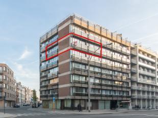 Dit appartement is gelegen nabij het centrum van Oostende. Het appartement bevindt zich op de hoek van het gebouw waardoor u optimaal geniet van de li