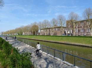 Ruim 2-slaapkamer appartement op uitstekende locatie aan de Coupure in Gent, in goede verbinding met het openbaar vervoer en op wandelafstand van het