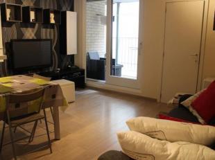 Modern instapklaar gemeubeld appartement gelegen in een nieuwbouwresidentie op 2 min stappen van zee! Het appartement ligt rustig aan de achterzijde v