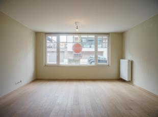 Dit ruim appartement met 3 slaapkamers en 2 badkamers ligt in een recente residentie vlakbij de jachthaven van Zeebrugge.  Er is een zeer toegankelijk