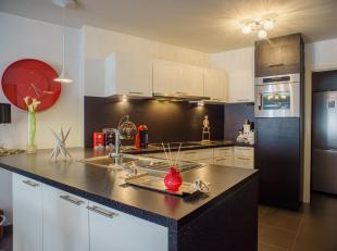 In een klein appartementsgebouw in het centrum van Wetteren staat dit appartement te koop.<br /> <br /> De huidige eigenaars kochten aan in 2010 en ko