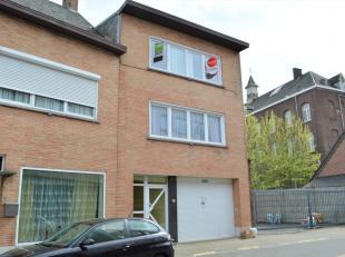 Dit appartementsgebouw met twee appartementen en inpandige garage is centraal gelegen in Roeselare en op wandelafstand van het station. <br /> <br />