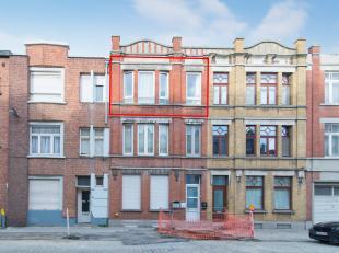 Gezellig appartement met 2-slaapkamers gelegen in de Plantenstraat te Oostende. <br /> <br /> Dit appartement beschikt over een hall (8m²) - livi