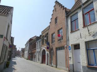Een kwalitatief, recent gerenoveerd duplex appartement met twee slaapkamers te huur in het centrum van Brugge. Dit appartement bevindt zich op een rus