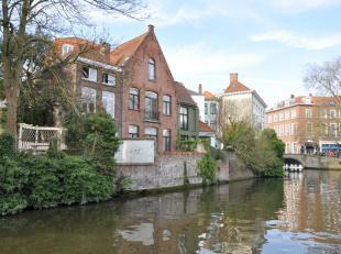 Centraal gelegen appartement met 1 slaapkamer te huur in hartje Brugge. Het appartement heeft als grote toef dat het een prachtig zicht heeft over de