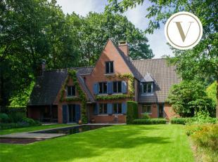 Prachtige villa op een waarlijke sprookjeslocatie in de Sprookjesdreef te Zwevezele. Dit sublieme huis te koop biedt 8 slaapkamers, een dubbele garage