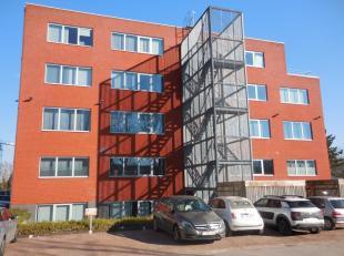 Recente kantoren te huur langs de Zuiderlaan te Gent.<br /> <br /> Deze kantoren genieten van een zeer goede visibiliteit langs de Watersportbaan in G