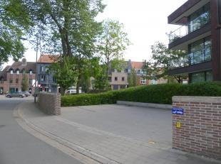 Staanplaats voor één wagen gelegen in residentie Isola Bella <br /> aan 't Stil Ende aan de Ezelpoort.<br /> <br /> - Huurprijs: € 75,00