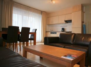 2 slaapkamer appartement in een recent gebouw, gelegen op de hoek van de Emile Jacqmainlaan & de Kruidtuinlaan. Het appartement bestaat uit een li