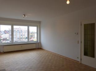 Dit appartement, met zijn perfecte verbinding naar het station van Dampoort, werd recentelijk volledig gerenoveerd. Het perfecte appartement voor de s