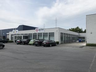 Bedrijfsvastgoed te huur langs de E17 te Sint-Niklaas.<br /> <br /> Goed gelegen instapklare kantoren met zichtlocatie langs de E17. Het kantoor is ge