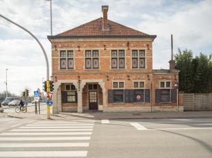 Uitstekend gelegen alleenstaand handelspand (voorheen horeca-functie) 'De Warande' langs de buitenring van Brugge.<br /> <br /> Indeling:<br /> - Keld