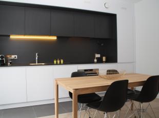 Studio te koop in de hippe Dansaertwijk aan het kanaal van Brussel. Het is aangenaam wonen in deze buurt, waar smaakvolle restaurantjes en café