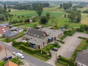 <br /> Dit multifunctioneel gebouw met appartement, gelegen in het landelijke Oosterzele, is een uitstekende locatie. Het pand ligt in een zeer groe