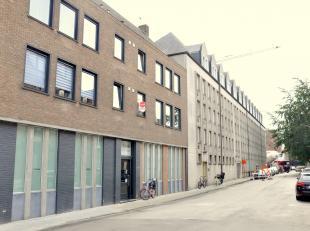 Appartement met 2 slaapkamers gelegen nabij 't Zand.<br /> <br /> 2°V.: Inkomhal (6,5m²) - gastentoilet - woonkamer (23m²) - ingerichte