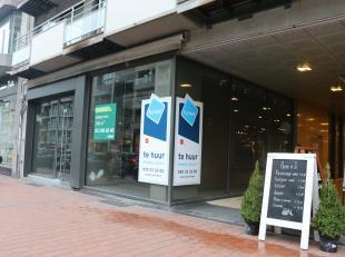 Pop-up handelsgelijkvloers (443m²) in het meest commerciële stuk van de Lippenslaan, tussen de Dumortierlaan en de Kustlaan in Knokke. <br /