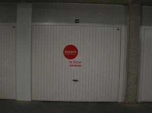 Ondergrondse garagebox (nr.2B) met plaats voor 1 wagen.<br /> <br /> Lengte: 6,00 m<br /> Hoogte: 2,00 m<br /> Breedte poort: 2,40 m<br /> <br /> - Hu